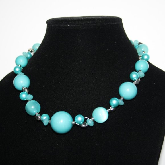"""Pretty blue and silver necklace 18-21"""""""